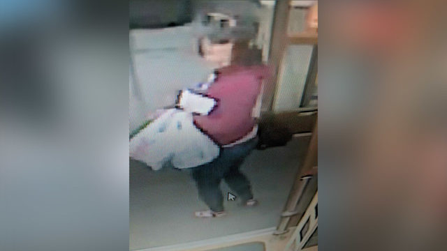 Moses Lake Policetrying to identifytwo suspects who used counterfeit bills