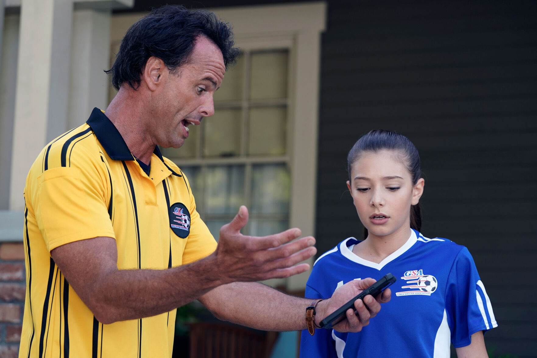 """<p>Walton Goggins (left) and Makenzie Moss star in """"The Unicorn."""" It offers relatable moments for parents and children.</p>"""